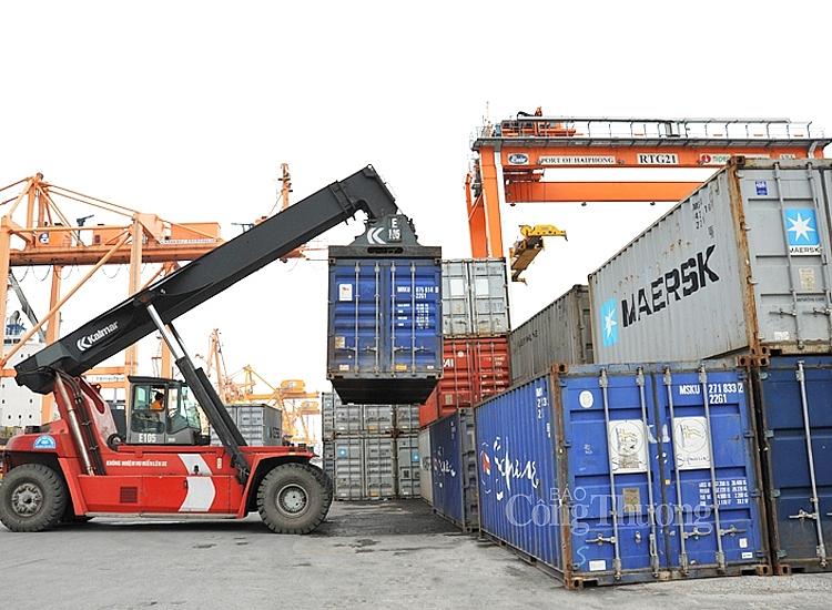 Xuất nhập khẩu tăng trưởng cao, bất chấp khó khăn do dịch bệnh